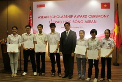 Du học Singapore - Trao học bổng ASEAN