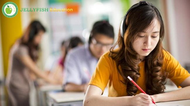 Nên học tiếng Anh hay tiếng Hàn khi du học Hàn Quốc?