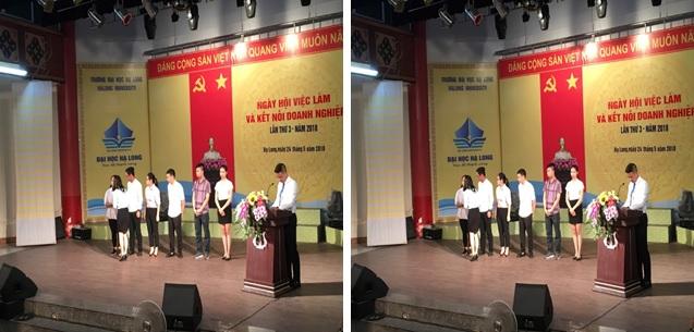 Hình ảnh trưởng chi nhánh Jellyfish Education Hải Phòng trao học bổng cho sinh viên vượt khó có thành tích xuất sắc tại đại học Hạ Long ngày 24/05