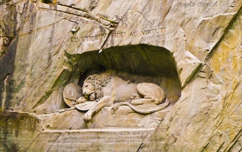 Tượng đài sư tử đá